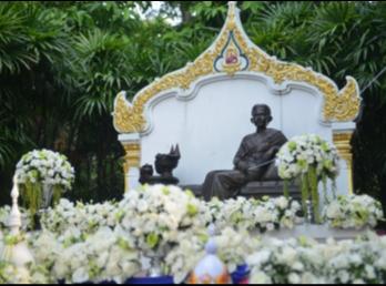 10 พฤศจิกายน สำนักศิลปะและวัฒนธรรม ขอเชิญร่วมพิธีบวงสรวงและบำเพ็ญกุศลทักษิณานุปทานถวายแด่ สมเด็จพระนางเจ้าสุนันทากุมารีรัตน์ พระบรมราชเทวี