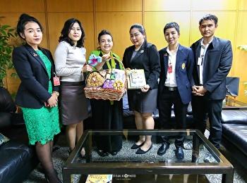 คารวะสวัสดีปีใหม่แด่ Ms. Tayeka Duangdao ผู้ช่วยฝ่ายวัฒนธรรมและสื่อสารมวลชน ประจำสถานทูตสหรัฐอเมริกา ประจำประเทศไทย