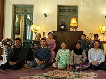 14 มกราคมที่ผ่านมา สำนักศิลปะและวัฒนธรรมได้ต้อนรับคณะกรรมการบริหารสมาคมภาษาและหนังสือแห่งประเทศไทยในพระบรมราชูปถัมภ์ จำนวน 12 ท่าน ในการเข้าเยี่ยมชมพิพิธภัณฑ์อาคารสายสุทธานภดล เพื่อศึกษาและเรียนรู้ศิลปวัฒนธรรม รวมทั้งพระประวัติเจ้านายฝ่ายในที่เคยประทับอยู