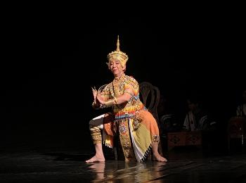 ผู้อำนวยการสำนักศิลป์เป็นประธานมอบพวงมาลัยแด่ผู้เชี่ยวชาญศิลปะการรำโนรา